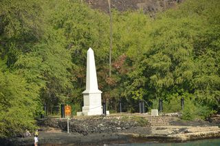Capt. Cook monument up close