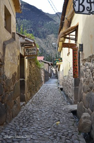 Ollantaytambo-street-1