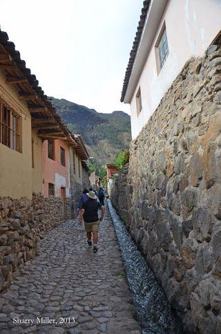Ollantaytambo-street-2