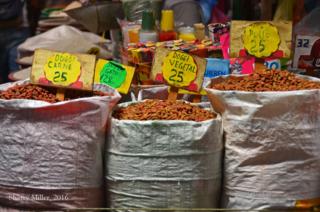 Masaya-market-aisle
